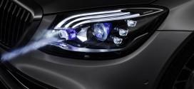 Mercedes-Benz muestra un auto cuyos faros proyectan imágenes en la ruta para guiar mejor